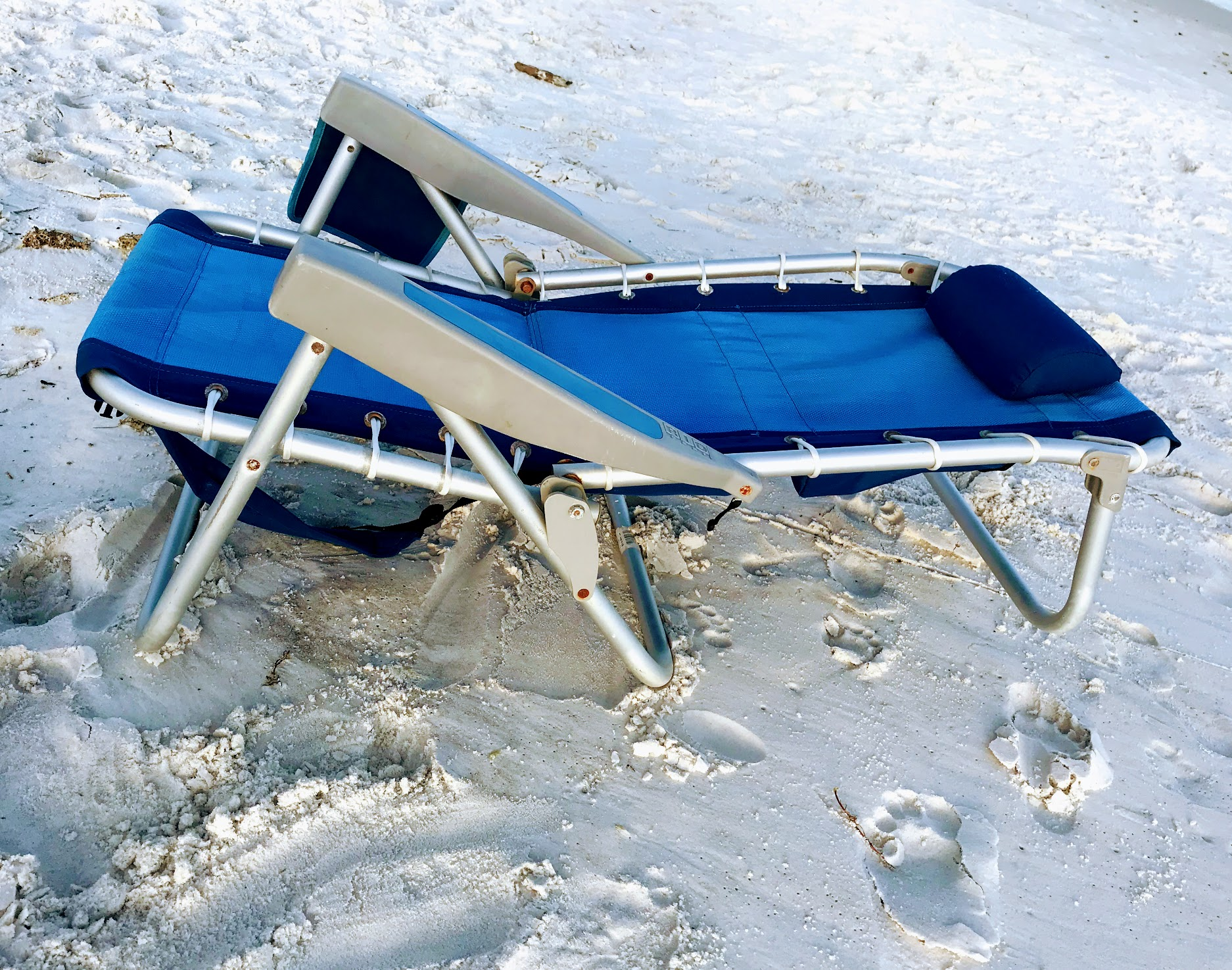 reclining beach chairs