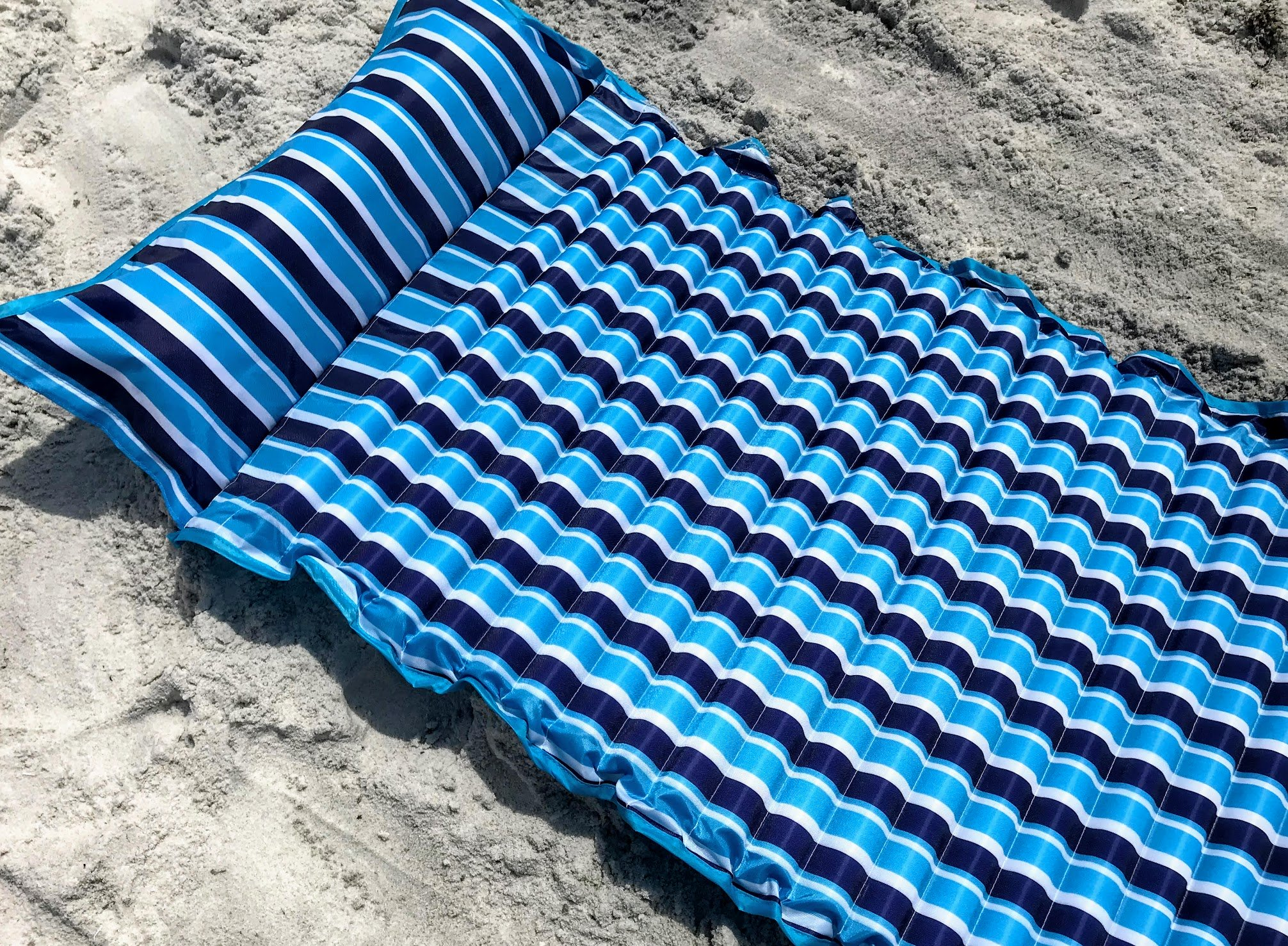 beach mat with inflatable pillow